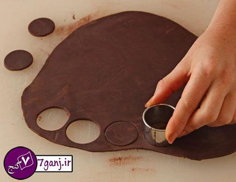 آموزش کامل و تصویری روش تهیه گل رز شکلاتی برای تزیین کیک