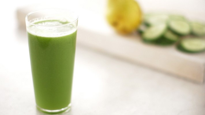 http://7ganj.ir/img/2015/12/green_cucumber_and_pear_juice_horiz-7ganj.jpg