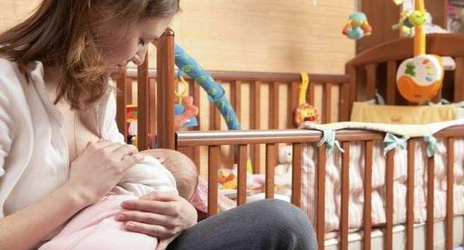 تا چه سنی لازم است به نوزاد شیر بدهید