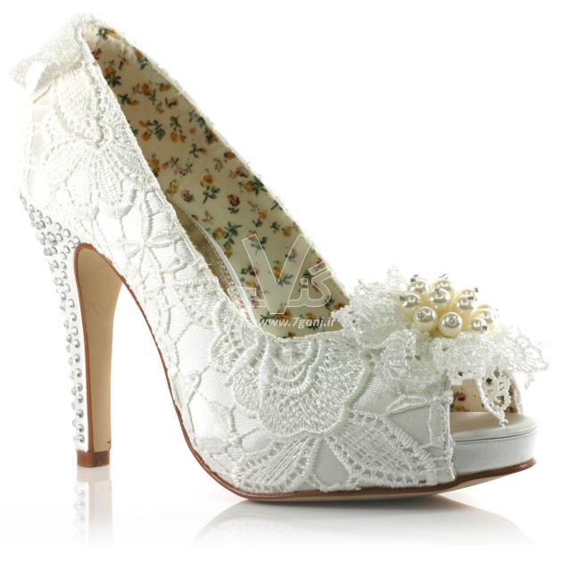 Wedding-Shoes-for-Brides-26-630x630