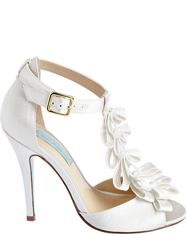Wedding-Shoes-for-Brides-9-630x787