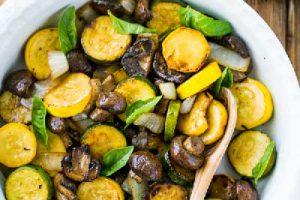خوراك كدو سبز و قارچ
