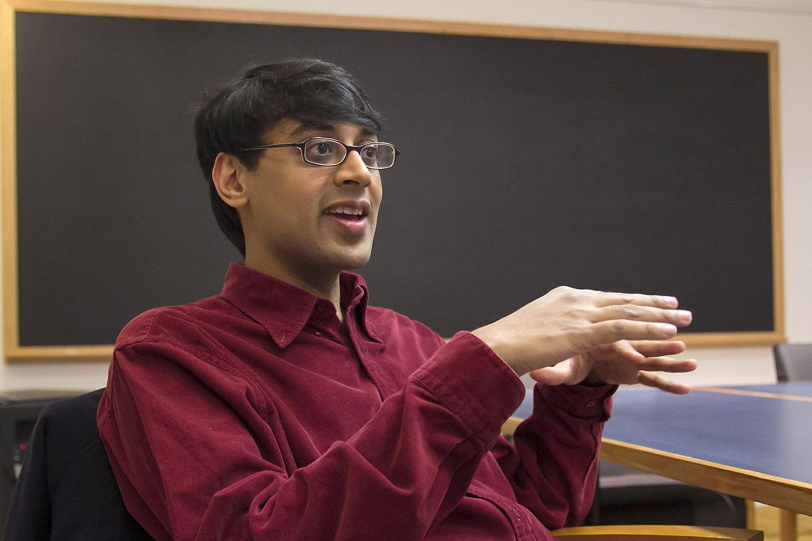 https://7ganj.ir/img/2015/12/Manjul_Bhargava-Bates-2015-Commencement.jpg
