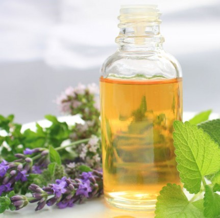 https://7ganj.ir/img/2015/12/borage-oil-for-acne-760x428.jpg
