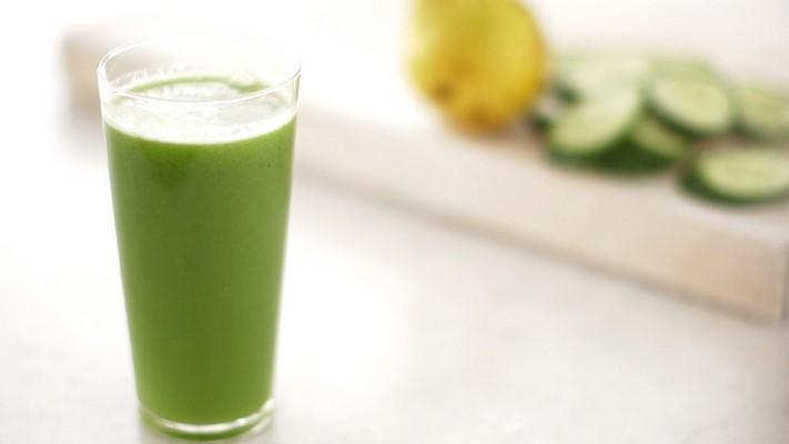 https://7ganj.ir/img/2015/12/green_cucumber_and_pear_juice_horiz-7ganj.jpg