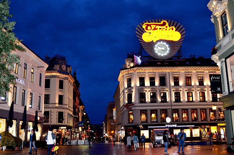 https://7ganj.ir/img/2016/01/Karl-Johan-Gate-at-Night-Oslo-Norway.jpg