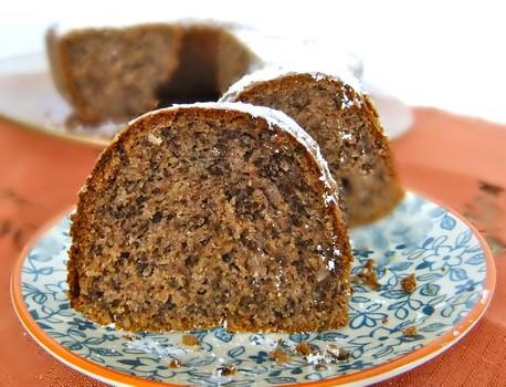 کیک میان پر گردویی