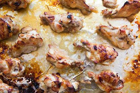 طرز تهیه بال مرغ کبابی با سس عسل