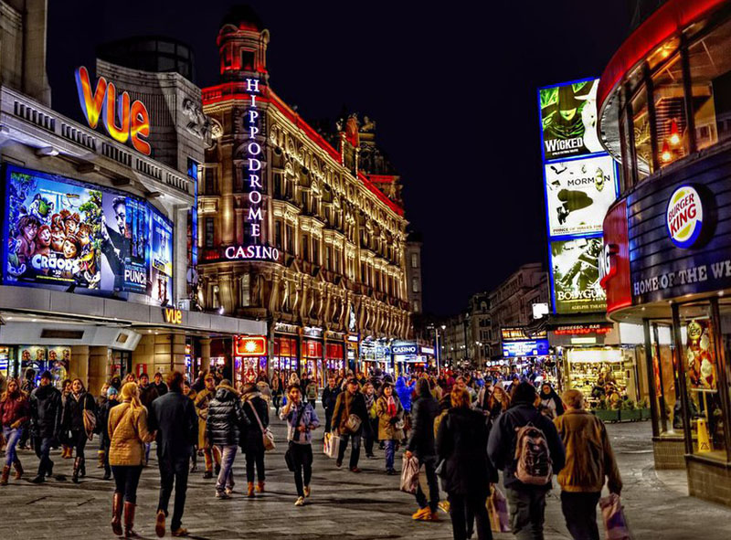 https://7ganj.ir/img/2016/01/london-leicester-square-at-night.jpg
