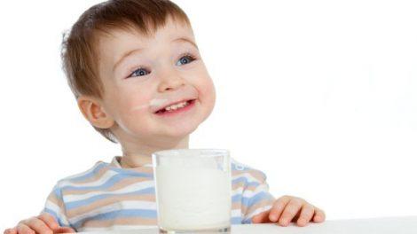 شیر گاو برای کودکانی که عفونت معده دارند مضر است