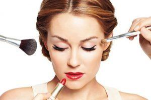 چگونه صورت خود را آرایش کنید.