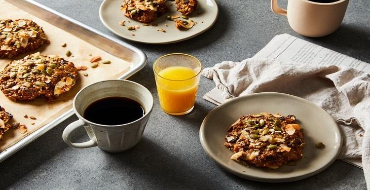قهوه و آبمیوه برای صبحانه