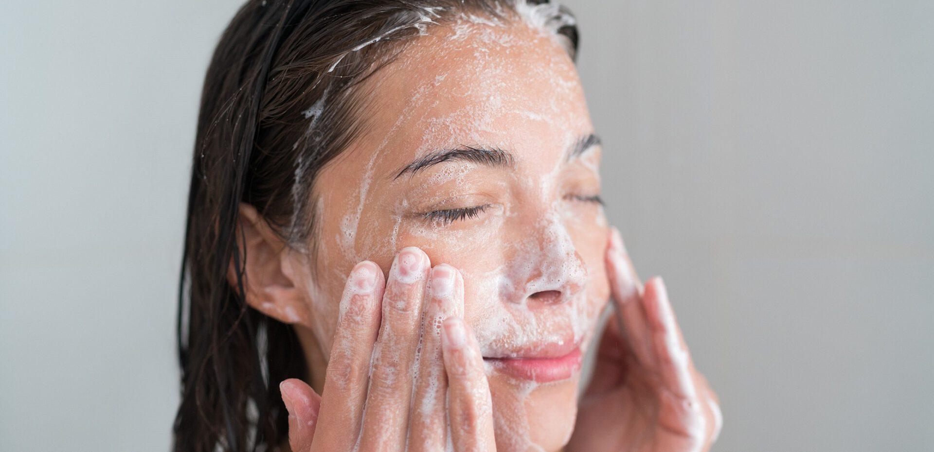 استفاده از شوینده های صورت، مخصوص پوست صورت