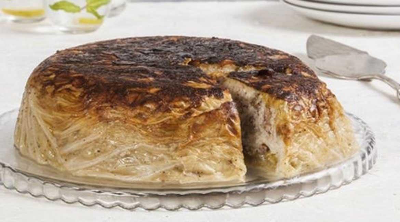 طرز تهیه کامل کیک بی نظیر با برگ کلم و گوشت