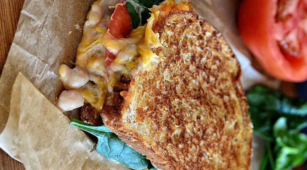 طرز تهیه کامل ساندویچ لوبیا سفید با پنیرچدار و اسفناج