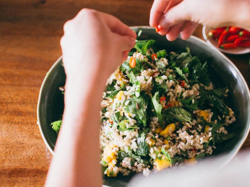 طرز تهیه سالاد انبه و برنج اندونزیایی