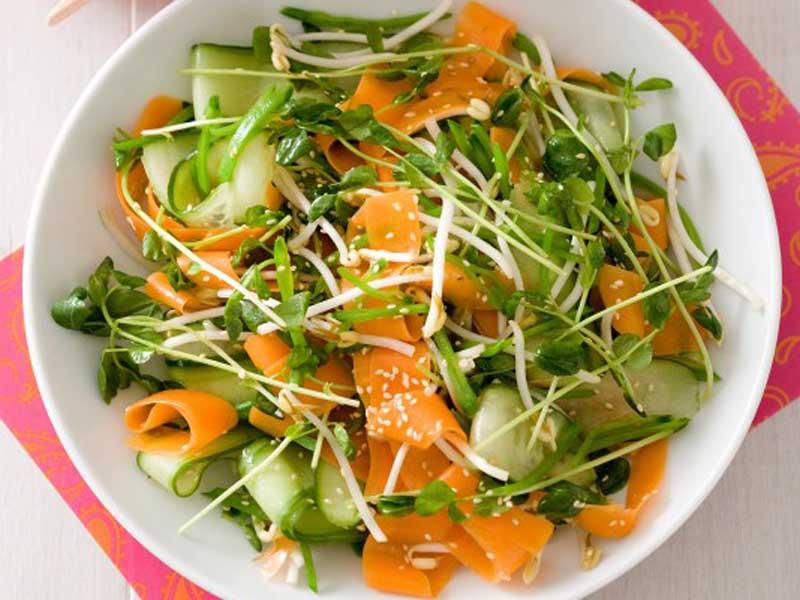 طرز تهیه سالاد اندونزی سبزیجات با سس بادام زمینی خوشمزه