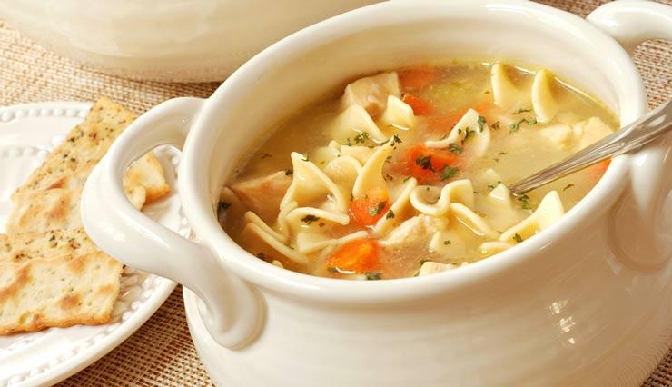 طرز تهیه سوپ مرغ و سبزیجات؛ غذایی خانگی برای تمام سلیقهها