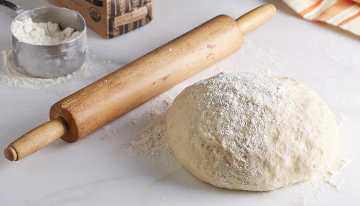 طرز تهیه خمیر پیتزا خانگی ترد و پفکی با روشی سریع و آسان