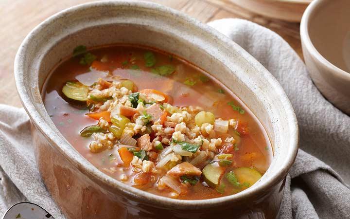 طرز تهیه سوپ جو قرمز؛ ۳ نوع سوپ جو برای تمام سلیقهها
