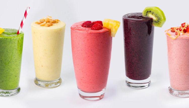 طرز تهیه اسموتی میوهای؛ ۷ نوشیدنی خوشمزه و کم کالری