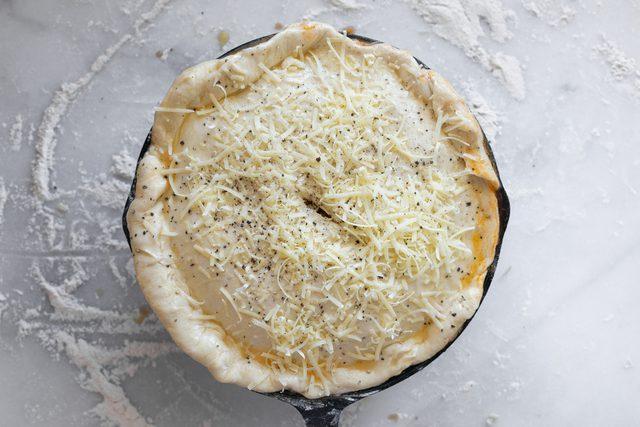 طرز تهیه پخت پیتزا کالزونه غذای پر طرفدار ایتالیایی