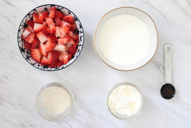 طرز تهیه موس توت فرنگی