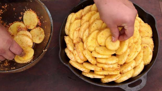 طرز تهیه یک غذای پیک نیکی با سیب زمینی
