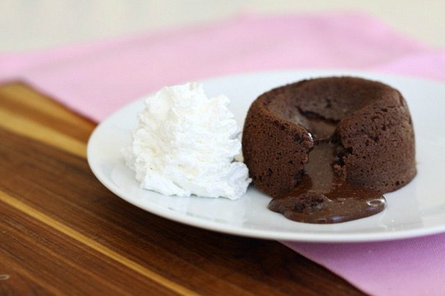 طرز تهیه لاوا کیک شکلاتی