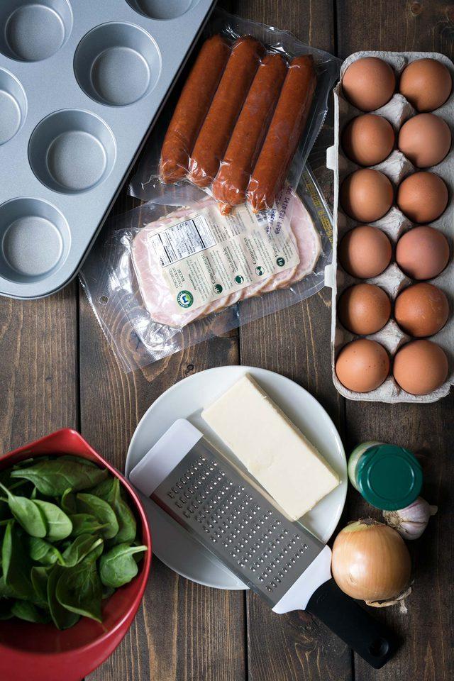 طرز تهیه آشپزی آسان: تخم مرغ های پنیری در قالب مافین