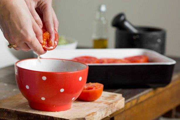 طرز تهیه گوجه شکم پر پیش غذایی ساده و خوشمزه