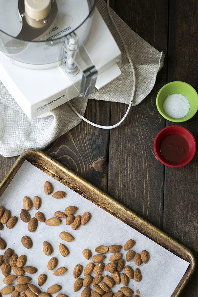 طرز تهیه چگونه کره بادام خانگی درست کنیم