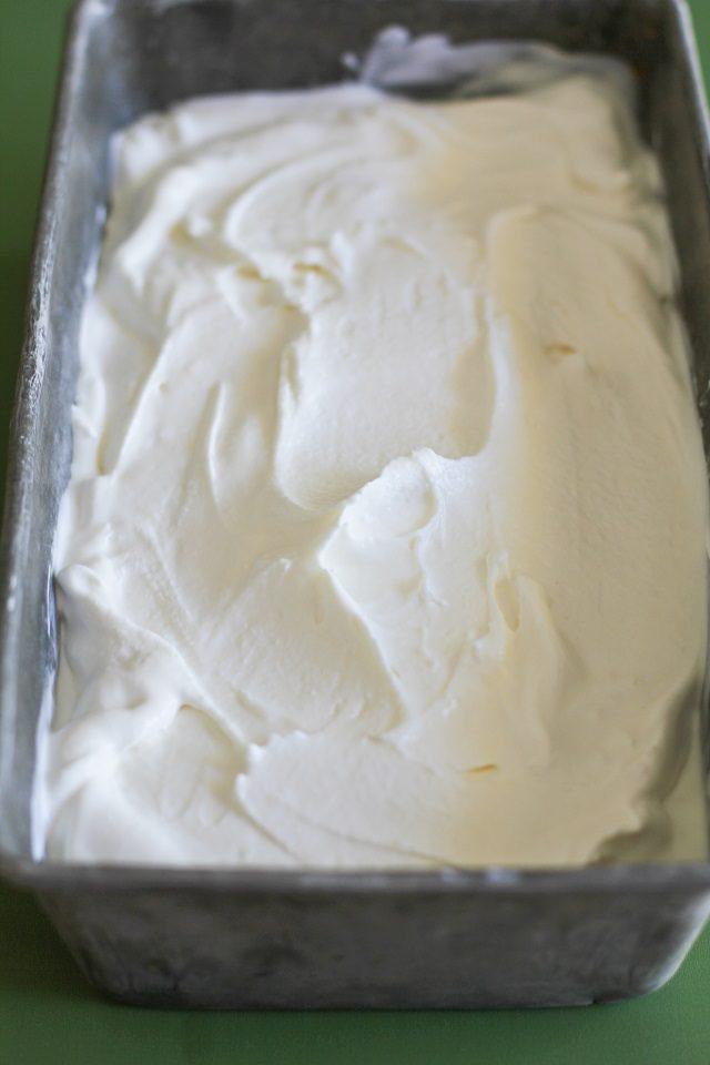طرز تهیه چگونه با 3 ماده بستنی وانیلی درست کنیم