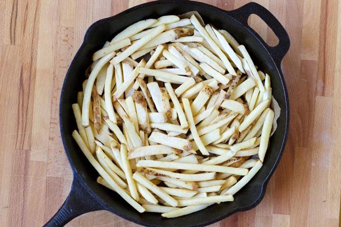 طرز تهیه یک پیتزای متفاوت با سیب زمینی سرخ کرده