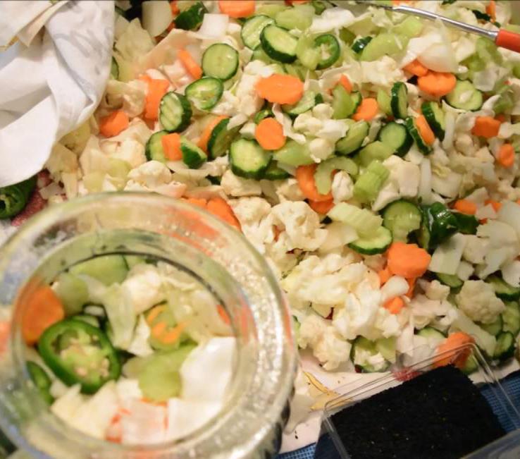 طرز تهیه شور خانگی با کلم و هویج