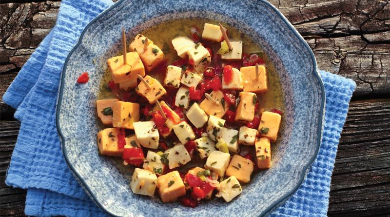 طرز تهیه سالاد پپرونی با پنیر چدار و پنیر مرینت شده