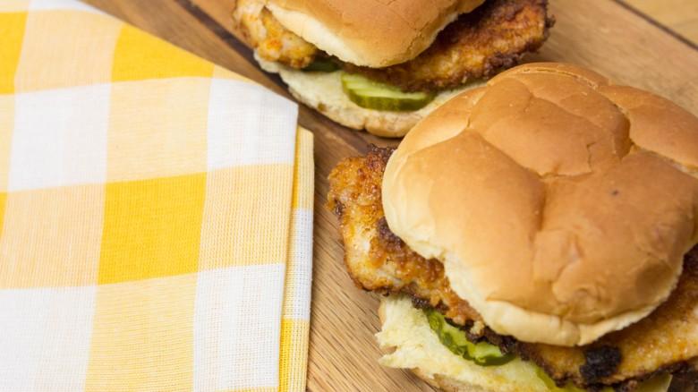 طرز تهیه طبخ ساندویچ فیله مرغ با طعم عالی