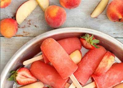 طرز تهیه › بستنی هلو و توت فرنگی