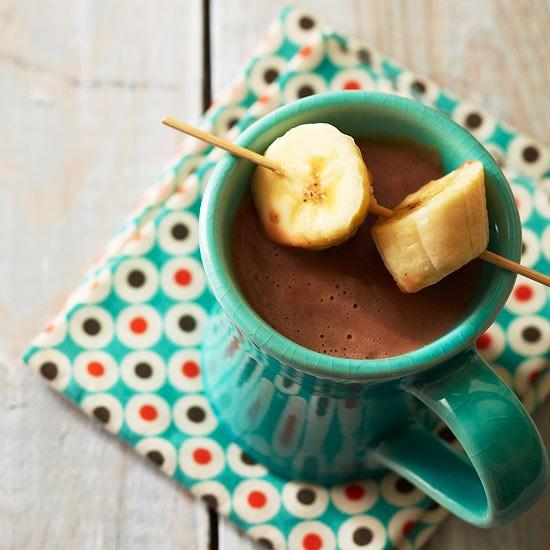 طرز تهیه شکلات گرم کاراملی با موز