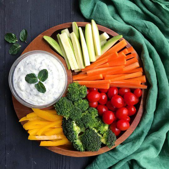 طرز تهیه دیپ رژیمی و سبزیجات مرحله به مرحله
