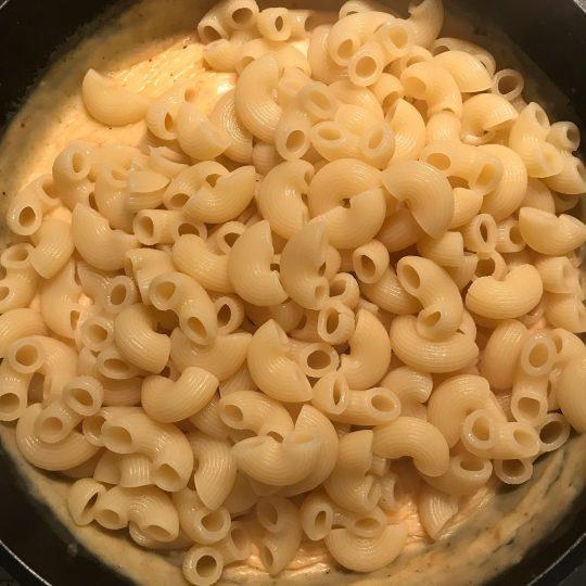 طرز تهیه پاستا گوجه فرنگی و پنیر