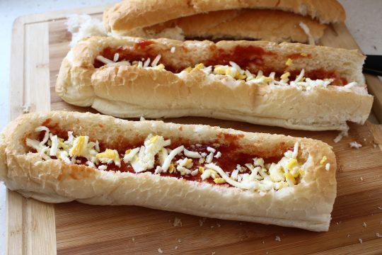 طرز تهیه لقمه میت بال و پنیر در نان باگت