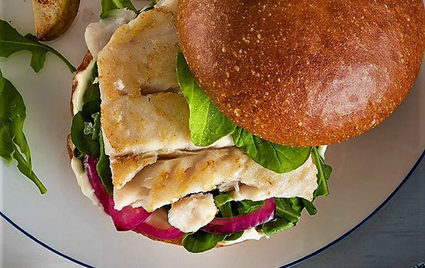 طرز تهیه برگر ماهی؛ غنی از ویتامین و پروتئین