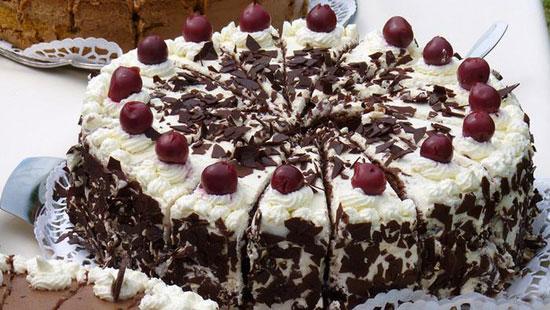 طرز تهیه کیک بلک فارست یا جنگل سیاه