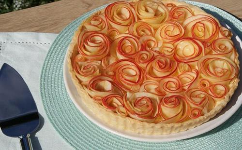 طرز تهیه تارت سیب به شکل گل