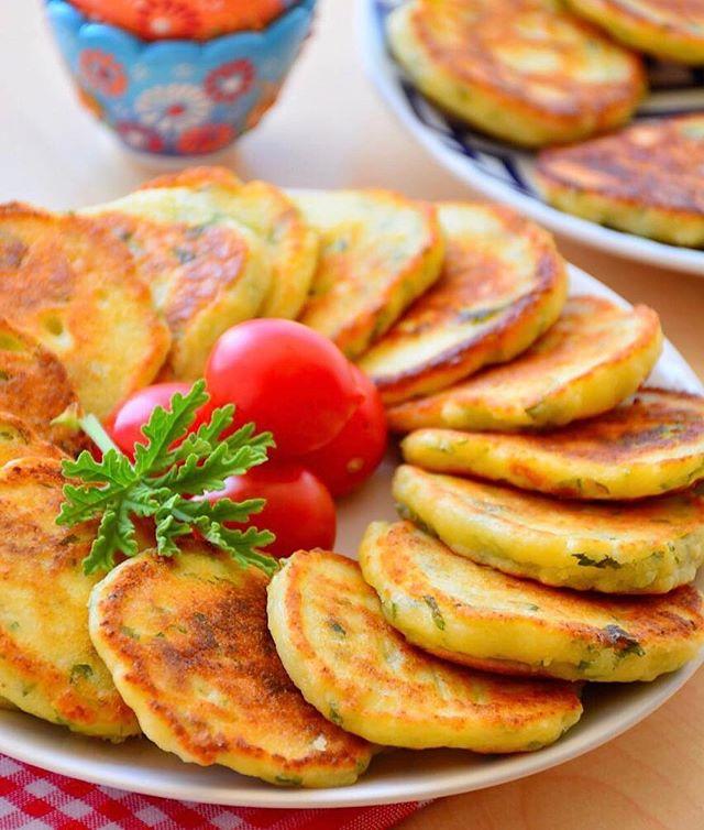 طرز تهیه پنکیک پف پفی پنیر و جعفری