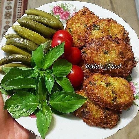 طرز تهیه کوکو سیبزمینی با پیازچه و کمی جعفری